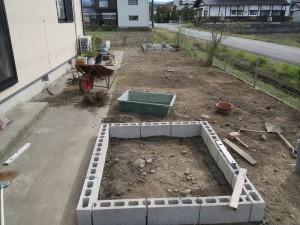 お庭を花壇に...8