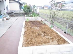 お庭を花壇に...10